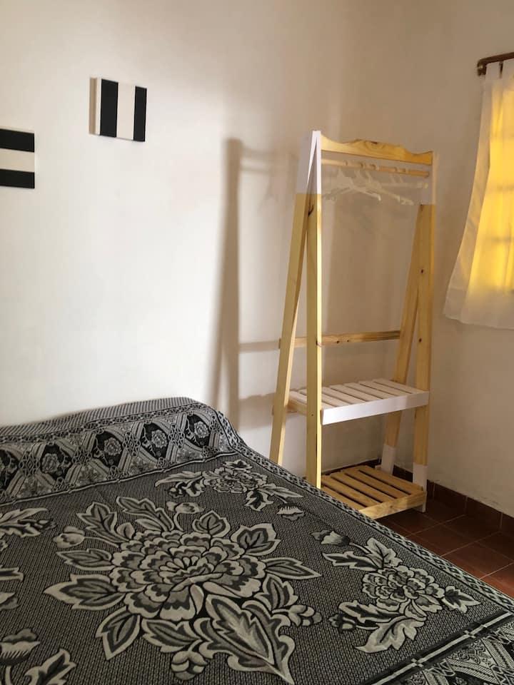 Habitaciones triples con baño privado y desayuno