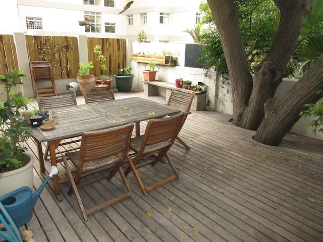 Newly renovated, sunny Sea Point - Le Cap - Appartement