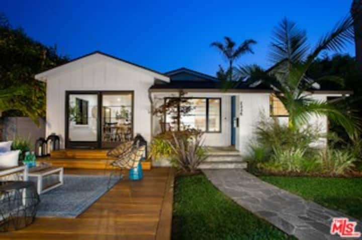 Newly rebuilt Venice bungalow with outdoor living
