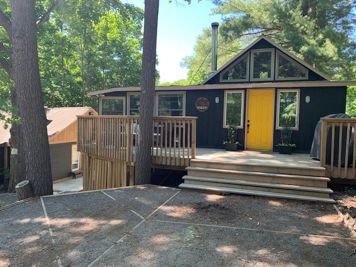 RAVENS NEST - Quintessential Canadian Cottage