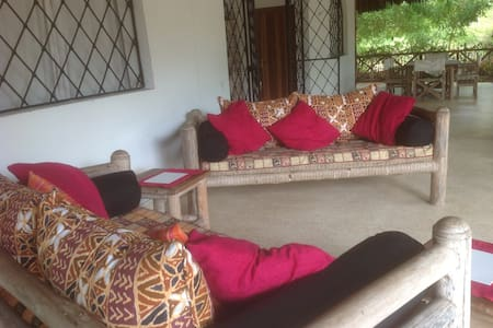 Coco Cottage for endless beach walks - Mambrui