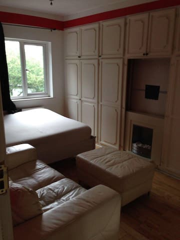 Double Room, easy access to the West End by tube.