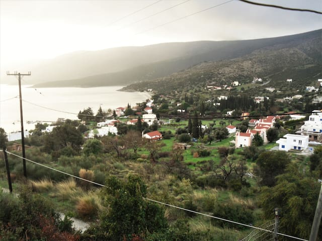 Great view apartment 10 minutes from the port - Evia - Departamento