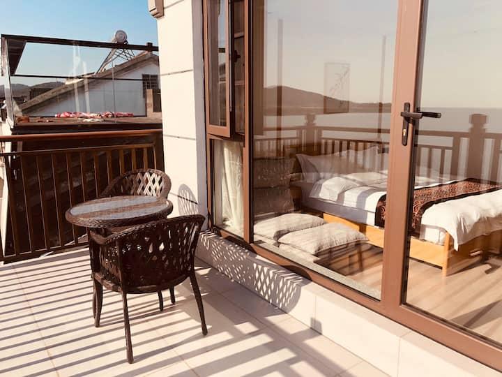 孟冬,湖景大床房,有露台,太湖美景尽收眼底。