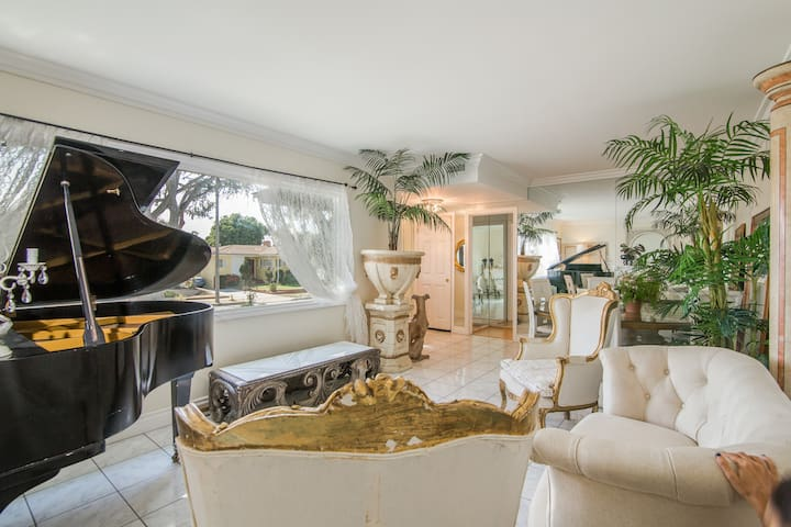 The Simply Luxe Home in the City of Champions