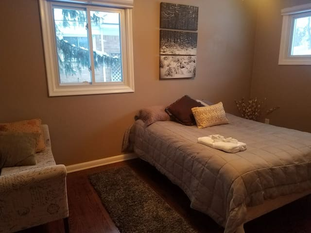 Downtown Rochester shared home!!! Perfect for wknd