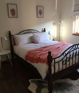 Spacious, relaxing hm close to Freo - Hamilton Hill