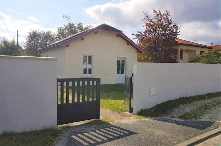 St-Médard : maison avec jardin et parking