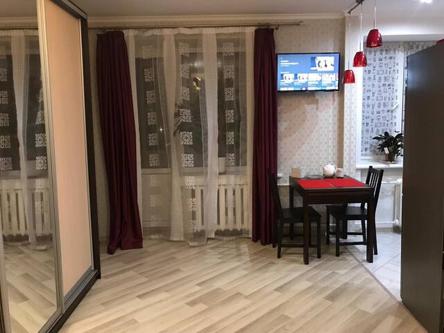 Studio in city center, 5 min by metro to Maydan