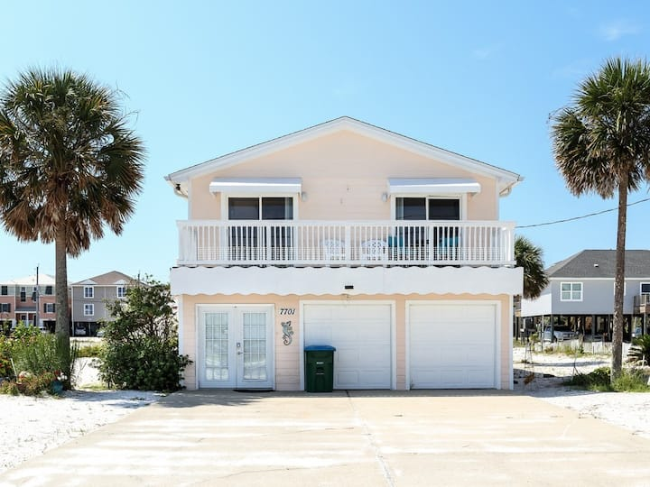 Dog-Friendly Home, Steps To The Gulf, Minutes From Dining