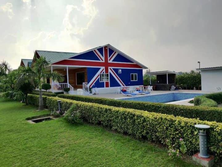 Travamigo 202 London Farm & Resort