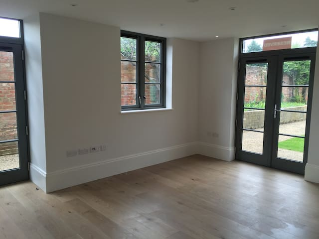 1 bed apt in renovation - Windsor - Apartemen
