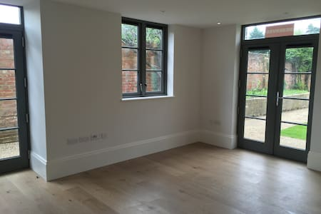 1 Bedroom Apartment in Central Windsor - Windsor