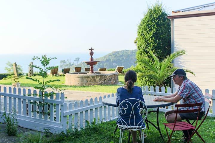 Apartamento en LEKEITIO con jardín y mesa exterior