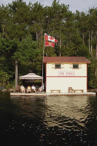 Cottage for rent on Big Rideau Lake Ontario