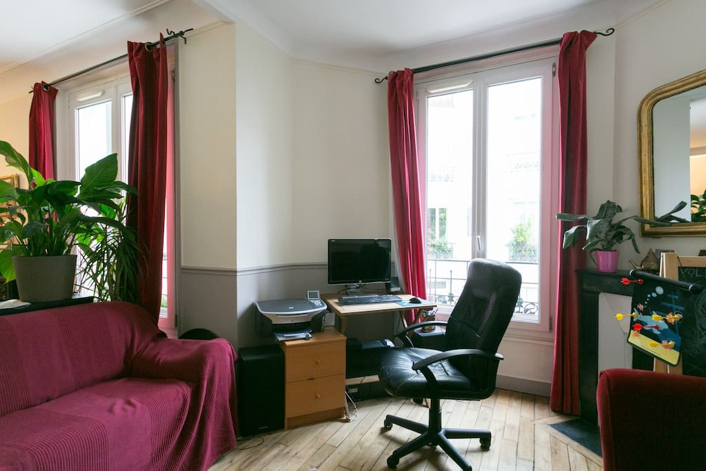 Salon contenant un canapé lit pour un couchage de 2 places