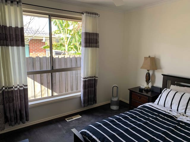 Quiet room steps from parks and aquatic centre