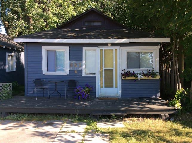 2 BDRM Lake Simcoe Cabin #4