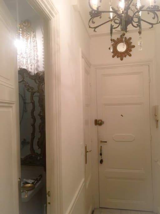 Entrée couloir / salle de bain