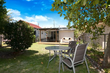 Relaxing Cottage Close to the Beach - Redcliffe - Dom