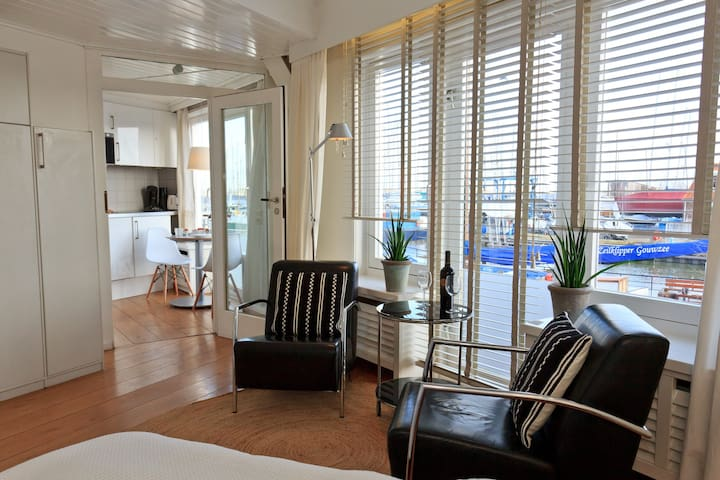 Near Amsterdam waterview apartment