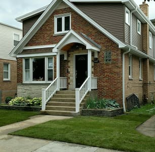 Full home with master spa suite. - Chicago