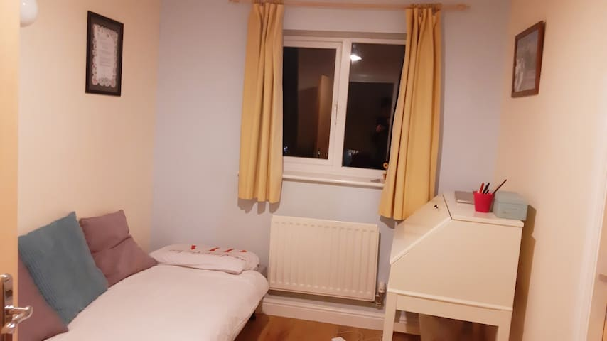En suite quiet room in Chorlton