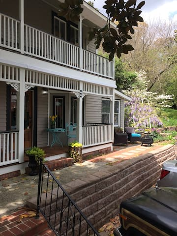 The Tomlin House-Spring Sunshine for next Weekend!