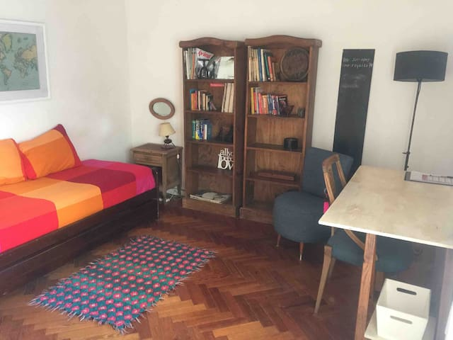 Sunny&big room in Almagro in a cartoonist´s house