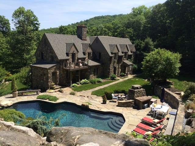 Stunning Country Retreat + Exquisite Pool & Patio