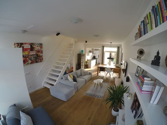 Stylish house with a lot of comfort and space - Haarlem - House