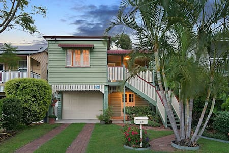Nudgee Beach Home with a View