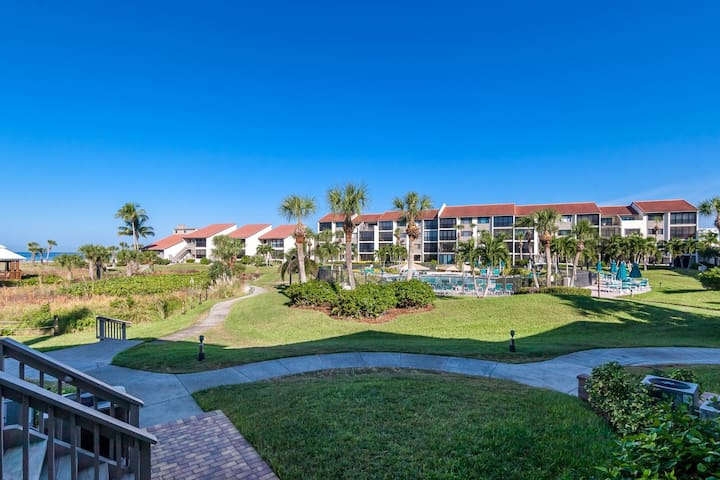 Siesta Dunes 3-30A. Deluxe Beachfront Unit with a garage!