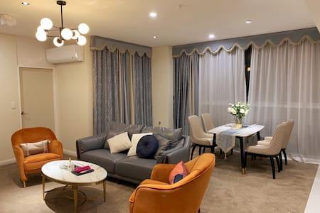Sydney/ Clean apartment/ dog lover