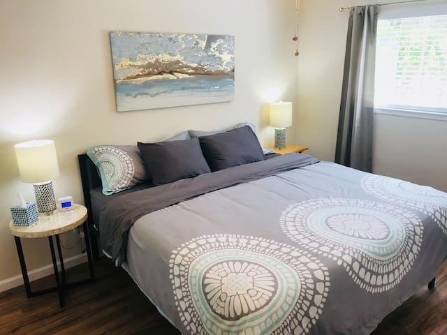★Stylish, King Bed, Free Parking, Near Castro St.★