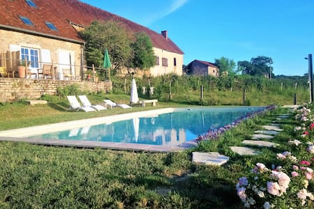 Near Cluny, vacation home in scenic setting