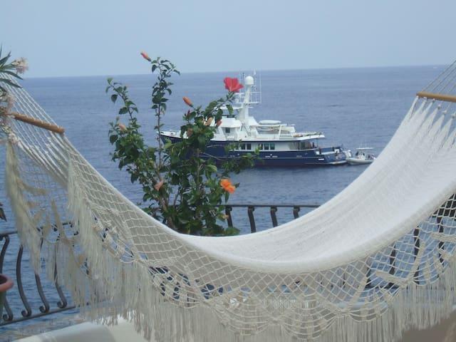 casa a picco sul mare a lipari isole eolie