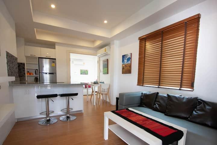 Suite 6 - Sunny Suites