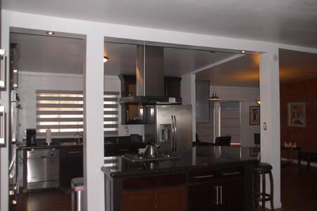 UTEP/Kern Place 3-bedroom Home - El Paso