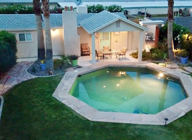 Southwest Chic One-bedroom Guesthouse w/Pool!