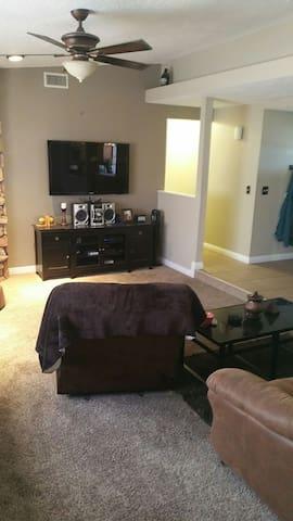 Room for rent in hesperia - Hesperia - House