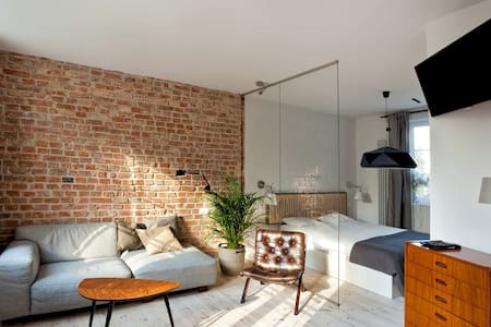 Bright and sunny Apt in the heart of old town - Apartment
