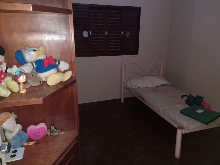 Quarto em Araçatuba SP para meninas. Diária 150 R$