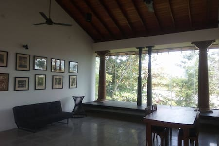 Private wing of a lake front villa - Sri Jayawardenepura Kotte