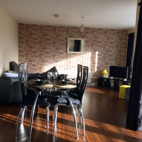 Two bedroom apartment close to Belfast City Centre - Belfast - Byt