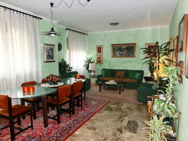 Spacious Apart Varese. 7 Lakes! - Varese - Apartment
