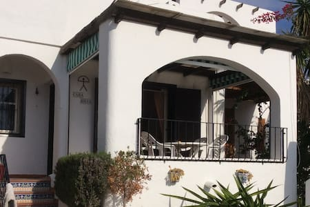 CASA ROJA! A lovely private villa ideally situated - モハカル