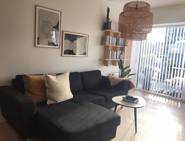 Nybygget, stor lejlighed med terrasse og fjordkig