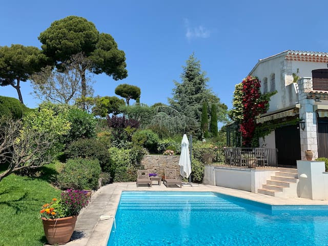 Brand new family house in Antibes