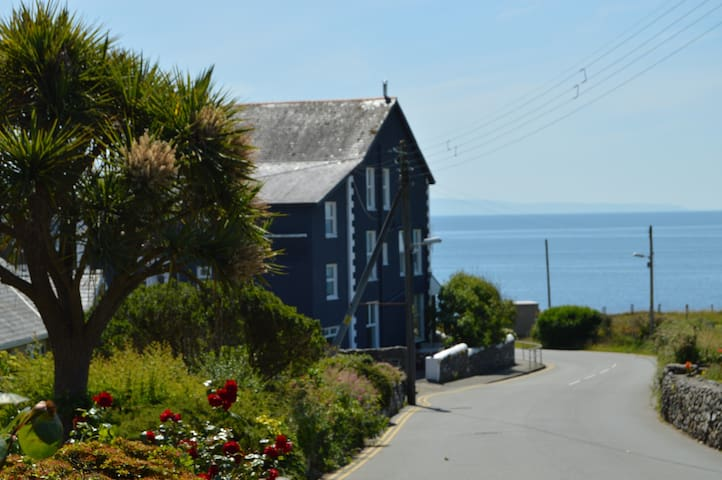 Boutique Beach House - sleeps 24 with sea views